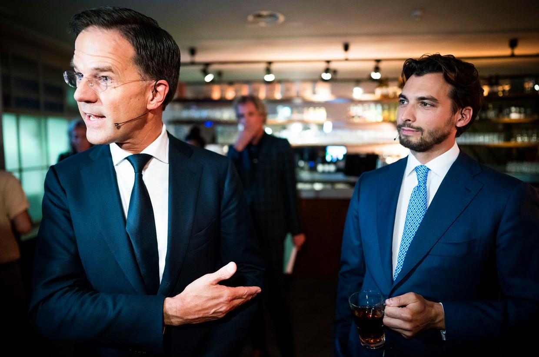 Thierry Baudet (FvD) en VVD-leider Mark Rutte voorafgaand aan het debat. Beeld Freek van den Bergh / de Volkskrant