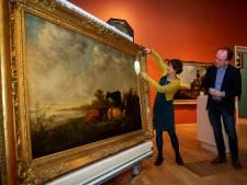 Ook al is het museum gesloten, restaurator Lidwien Speleers werkt door aan deze Aelbert Cuyp