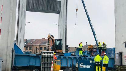 Installatie brugdek Humbeek Sas volop bezig