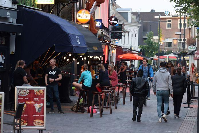Restaurants en cafés moeten de komende drie weken om tien uur 's avonds gesloten zijn.