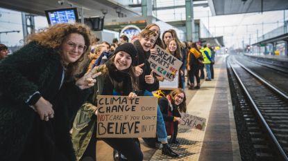 """VIDEO: Directie en leerkrachten Atheneum Gentbrugge samen met leerlingen naar Brussel voor 'Youth for Climate'-actie: """"Eenmalig initiatief om engagement voor klimaat te steunen"""""""
