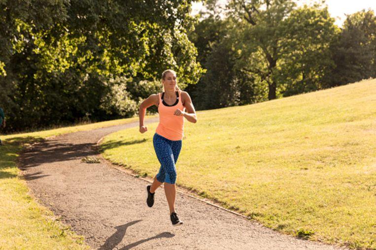 Elke dag lopen: is het nu gezond of niet?   Fit & Gezond   Nina   HLN