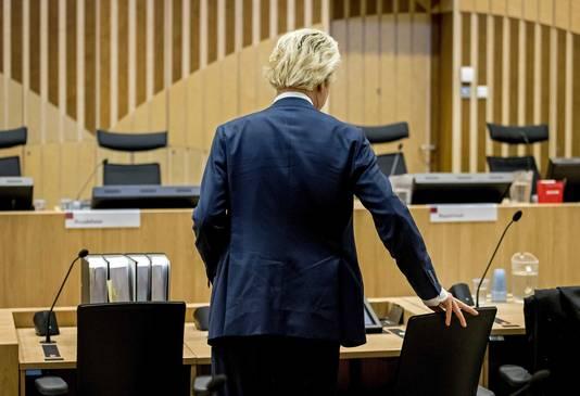 Wilders in de extra beveiligde rechtbank bij Schiphol.