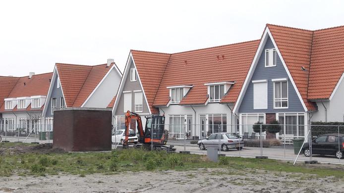 KPN-verdeelkast aan de Vuurvlinder in de Terneuzense wijk Othene,aan weerszijden komen nog huizen.