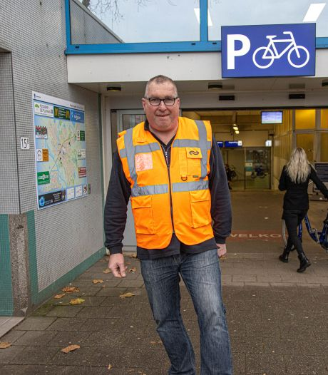 Opening nieuwe stalling station Zwolle eindigt een tijdperk voor Willy van fietspointfamilie Spruijt: 'Ik ben hier opgegroeid tussen de fietsen'