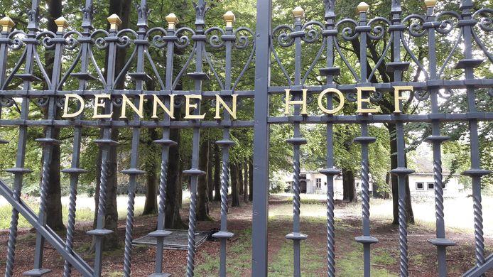 Villa Dennenhoef stamt uit 1910 en haalde het landelijk nieuws in 1994, toen topcrimineel Antonio Brizzi er werd vermoord