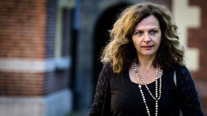 """,,Veel mensen maken gebruik van alternatieve geneeswijzen,"""" licht zorgminister Edith Schippers de nieuwe regels toe."""