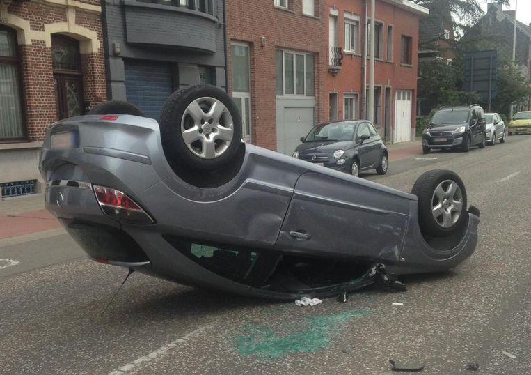 De wagen raakte zwaar beschadigd en moest getakeld worden