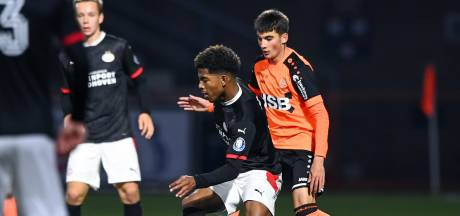 Jong PSV zakt na kopje thee in Volendam compleet weg : 'Verval is veel te groot'