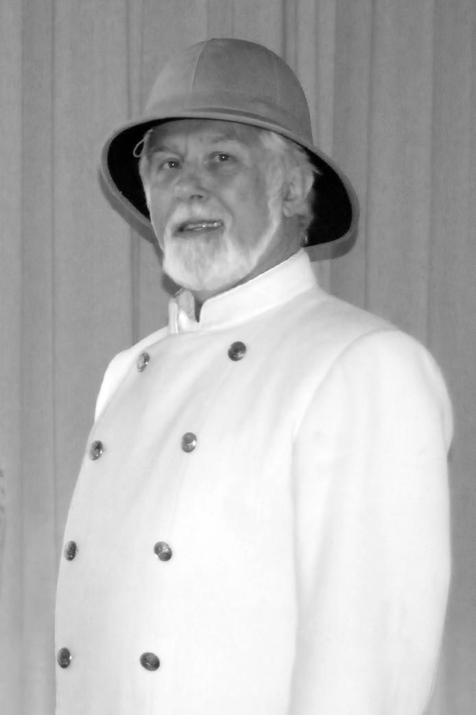 De Rotterdamse Rekkenaar zingt en speelt verschillende rollen in Winterswijk, zoals kolonel in 'Titanic de musical'.