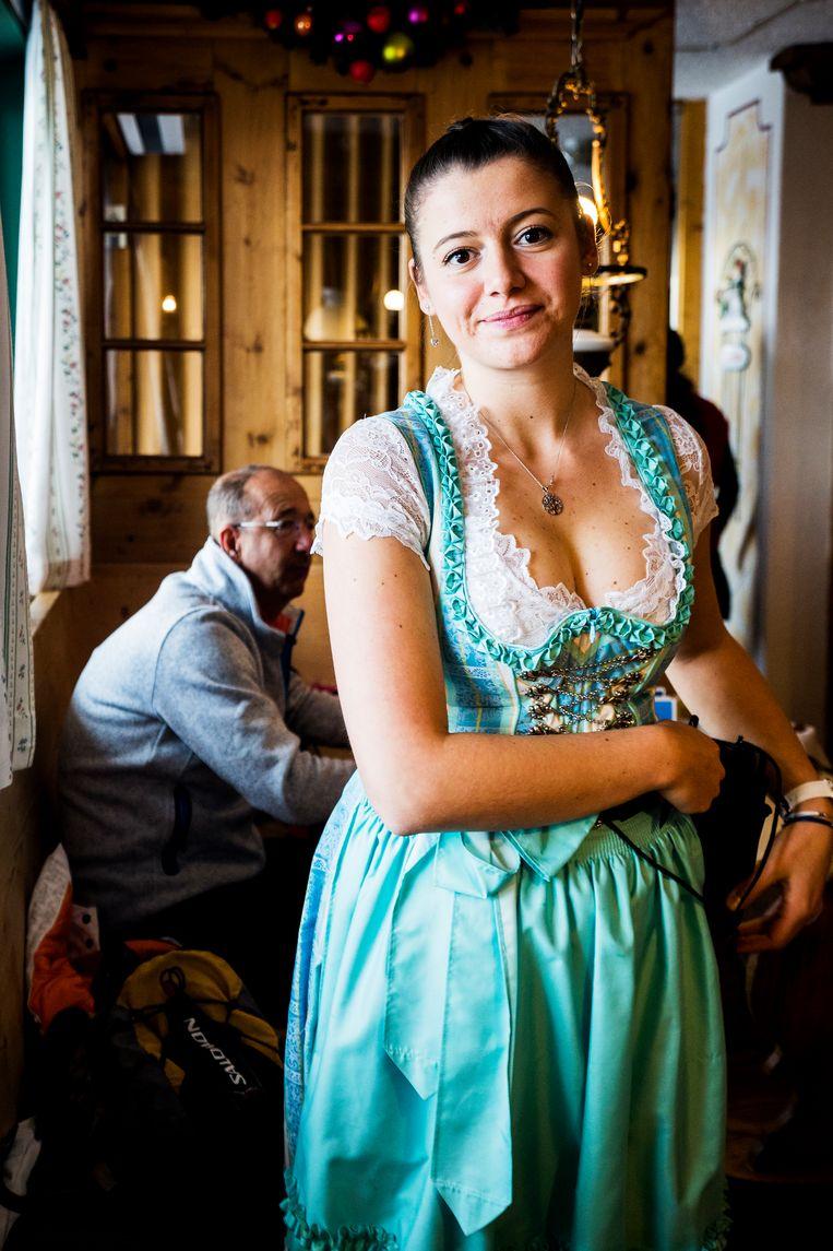 Andreea Prundeanu, serveerster van Alpinn. Beeld Noel van Bemmel