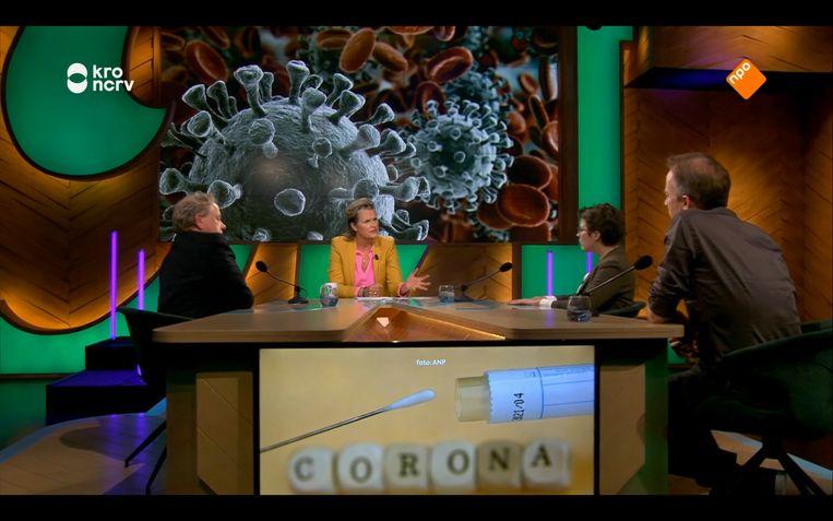 Margriet van der Linden en de journalist-columnisten spreken over de corona-epidemie. Beeld KRO-NCRV