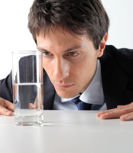 Waarom het glas van pessimisten altijd halfleeg is