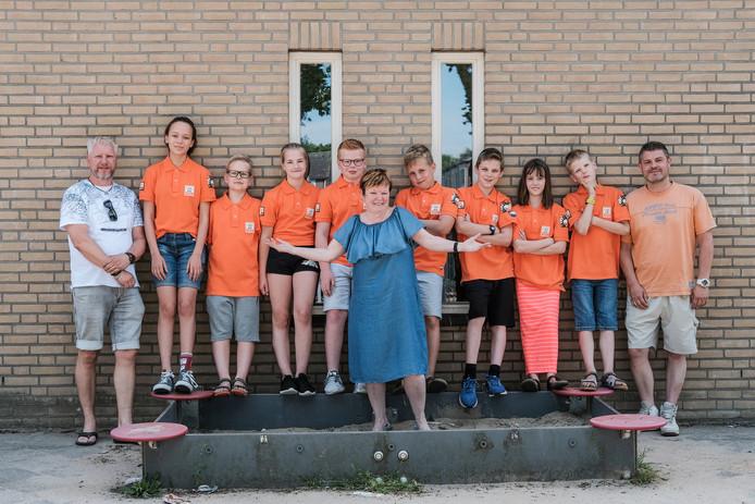 De twee DaVinci-teams en hun begeleiders die naar Boergas in Bulgarije gaan.
