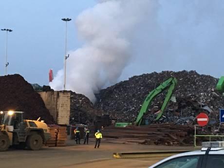 NL-Alert na grote brand Botlek: veel rookoverlast Rozenburg