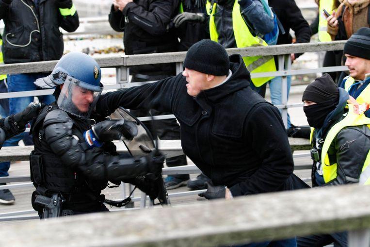 Christophe Dettinger gaf de agenten enkele rake klappen.