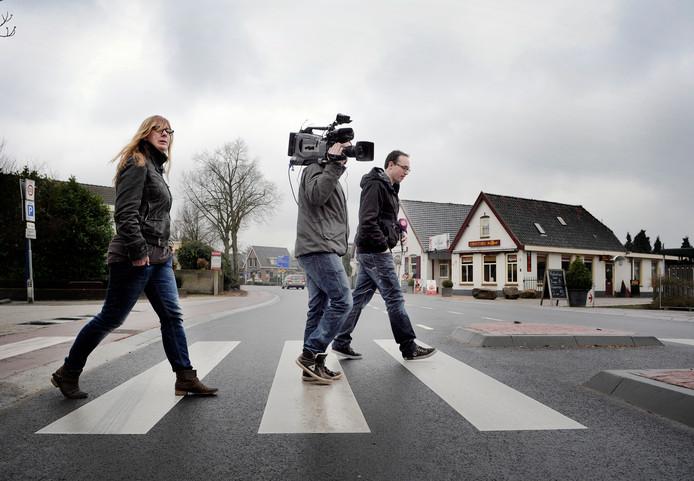 Werknemers van Omroep Gelderland op reportage in Arnhem.