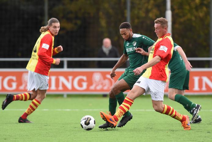 Justin Sporkslede in duel met Richard van Schooten.