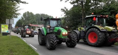 Boeren uit de regio protesteren bij distributiecentrum Albert Heijn