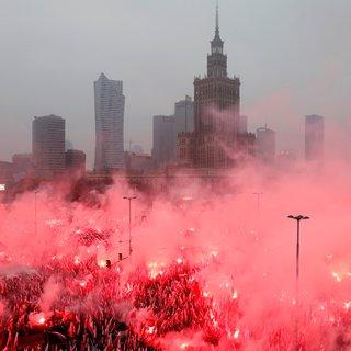 Terwijl Polen steeds dieper verdeeld raakt, ziet Floris (30) het als zijn gidsland