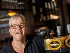 Dinie (63) waakt al een halve eeuw over café Witkamp