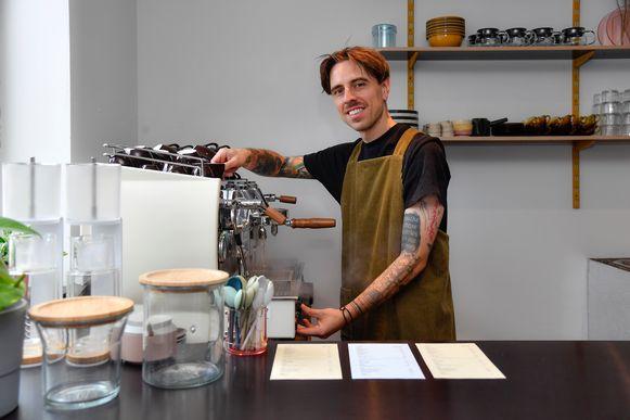 Clifford Jordaens verwent met lekkere koffie in het pop-uppand van Bakermat.
