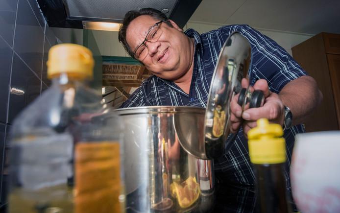 Roy Broersma is dol op koken en gebruikt zijn passie om eenzame mensen met elkaar in contact te late komen.