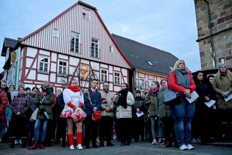 Veel inwoners van Volkmarsen (Hessen) waren dinsdagavond aanwezig bij een herdenkingsplechtigheid voor de tientallen gewonden.