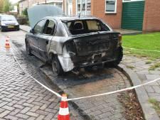 Weer autobrand in Hengelo, politie zoekt getuigen