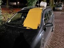 Auto vernield met emmer primer in Leiden