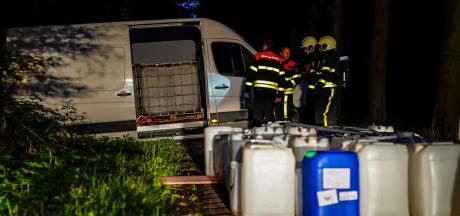 Drugsdumpingen steeds 'creatiever': afval lozen vanuit een rijdende auto in de regen