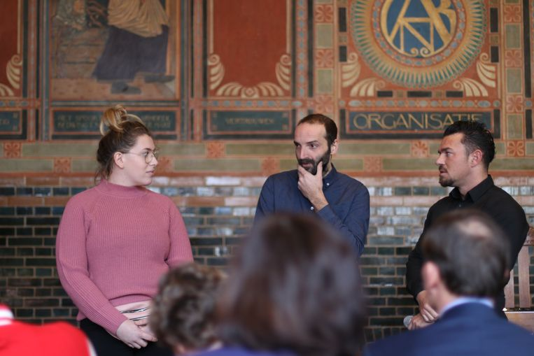 De Roemeen Dinu Constantin (midden) op een bijeenkomst van arbeidsmigranten in Amsterdam. Beeld Fouad Hallak