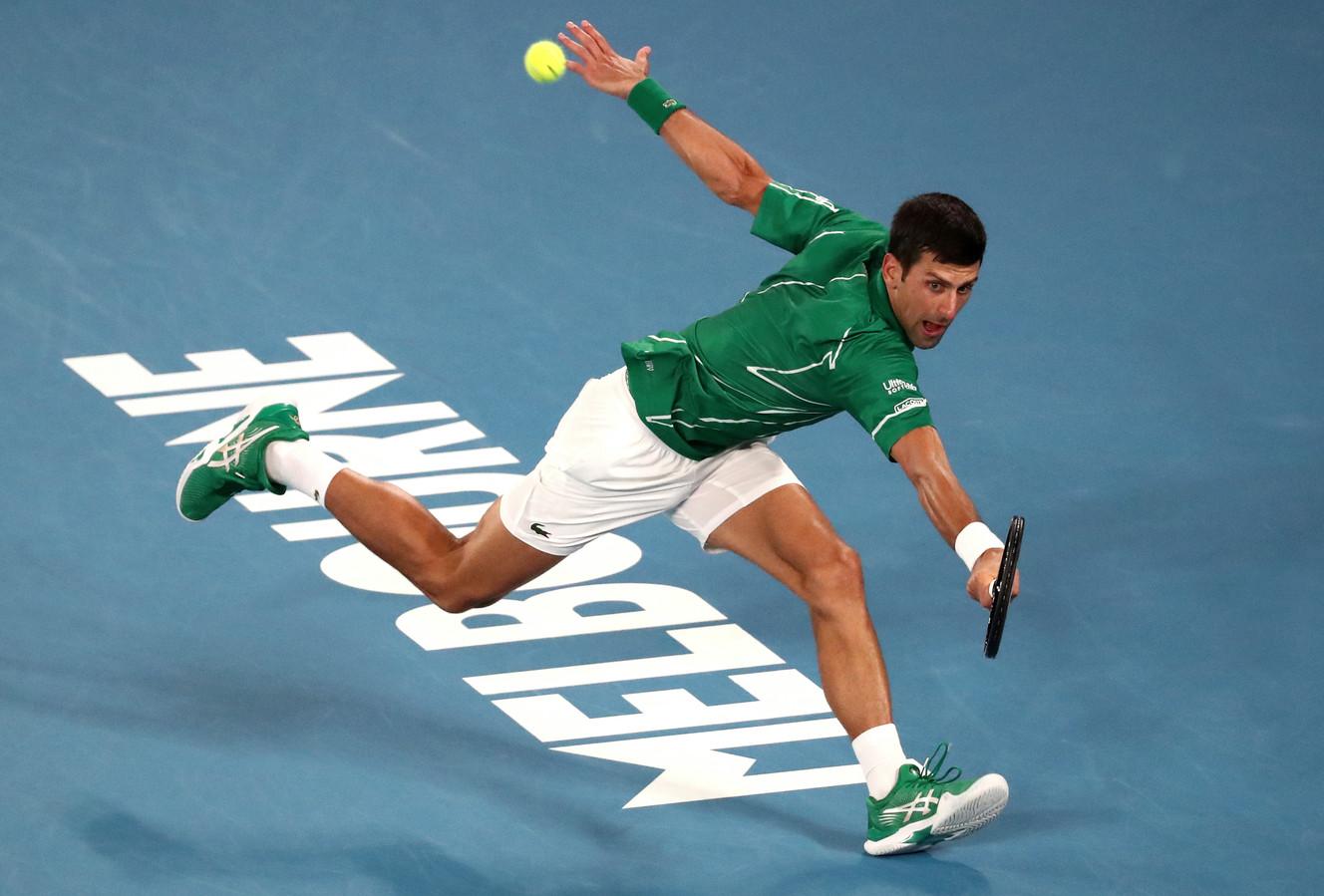 Een return van Djokovic.