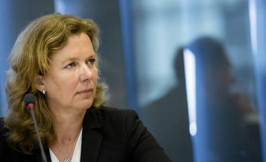 Nicoly Vermeulen, voorzitter van de Raad van Bestuur van de Sociale Verzekerings Bank (SVB), tijdens een hoorzitting over de problemen met de persoonsgebonden budgetten in de Tweede Kamer.