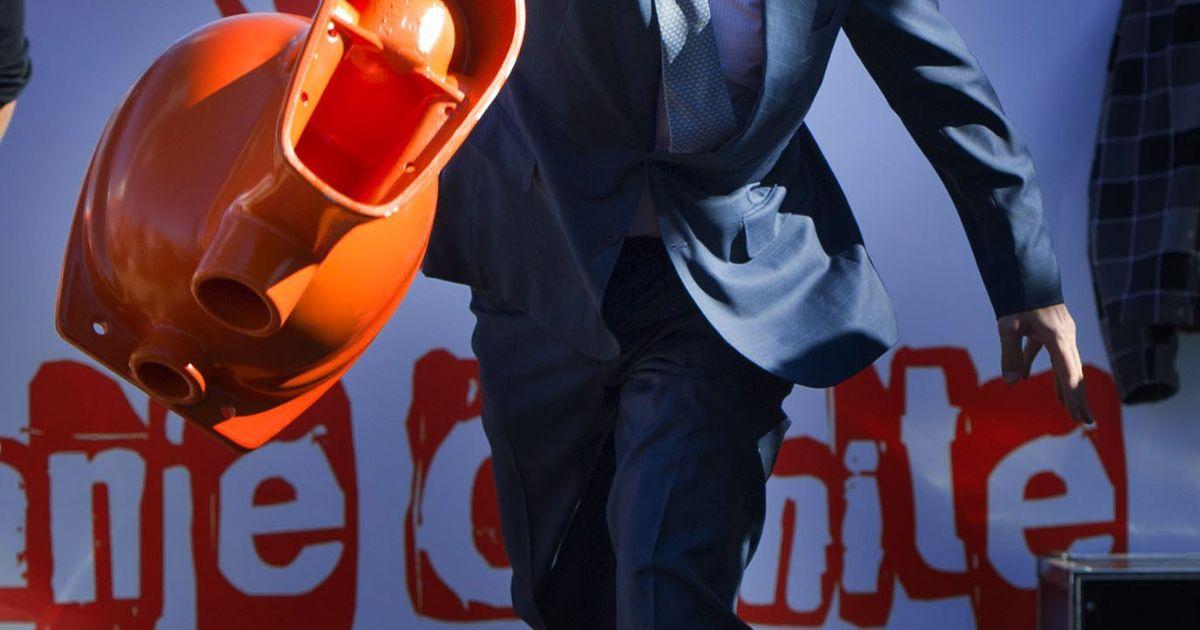 Willem Alexander Wc Pot.Willem Alexander Schaamt Zich Voor Wc Pot Gooien Royalty
