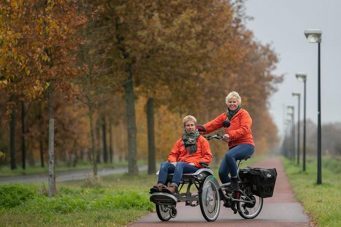 Veldhoven Marjanne Smits en Monique Hageman hebben stichting de Wensfiets opgezet. De Wensfiets brengt (pre-)terminaal zieke mensen nog één keer naar hun favoriete plek.