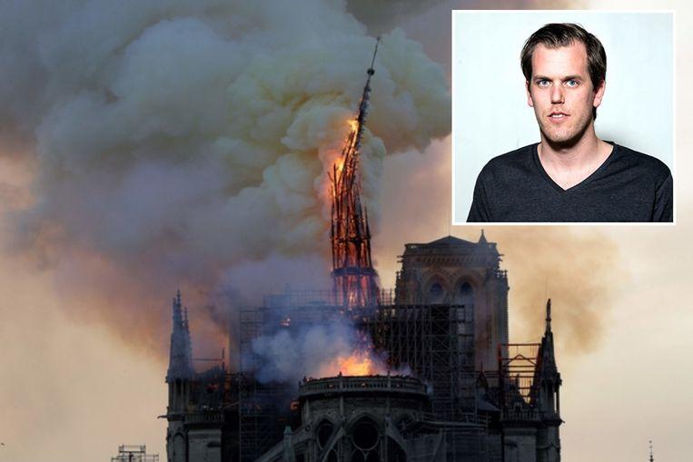Het moment waarop de brandende torenspits van de Parijse Notre-Dame instort.  Onze landgenoot Geoffroy Van der Hasselt (inzet) maakte de iconische foto.