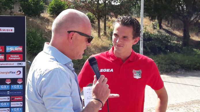 Algemeen directeur Wilco van Schaik van NEC heette afgelopen zomer aanwinst Norbert Alblas welkom in De Goffert.