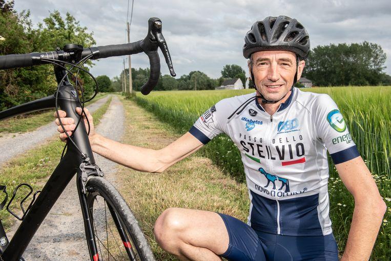John Monsecour met de fiets waarmee hij over twee weken de Stelvio wil bedwingen.