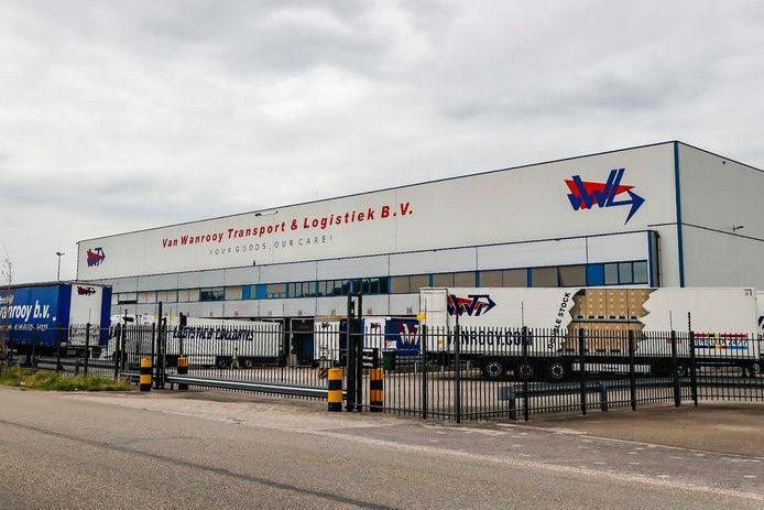 De vestiging van Van Wanrooy Transport in Oosterhout. Ernaast zit Koopvaardijweg 7, waar de loods waarschijnlijk voor een jaar op slot moet.