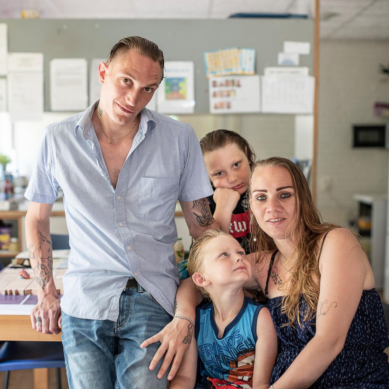 Vader Berry, moeder Prescilla en hun zoons van 5 en 8 jaar. Beeld Harry Cock / de Volkskrant