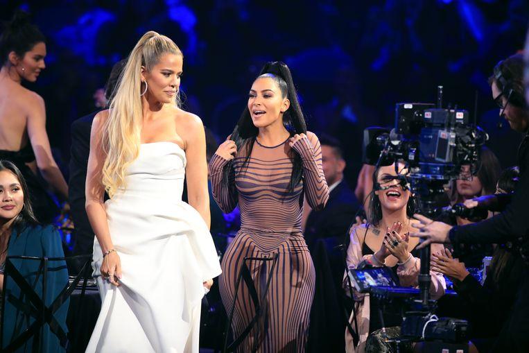 Kim en Khloé op de People's Choice Awards.