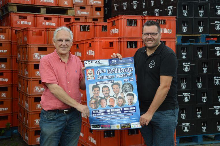 Luc Verhaegen van brouwerij Slaghmuylder met Jeroen Wiggeleer, organisator van het Witkap Schlagerfestival op de brouwerij.