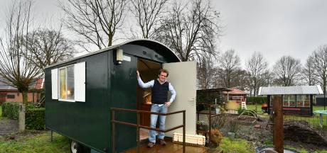 Rik uit Haaksbergen werkt thuis in een pipowagen: 'Is het raam niet beslagen, dan heb ik een prachtig uitzicht'