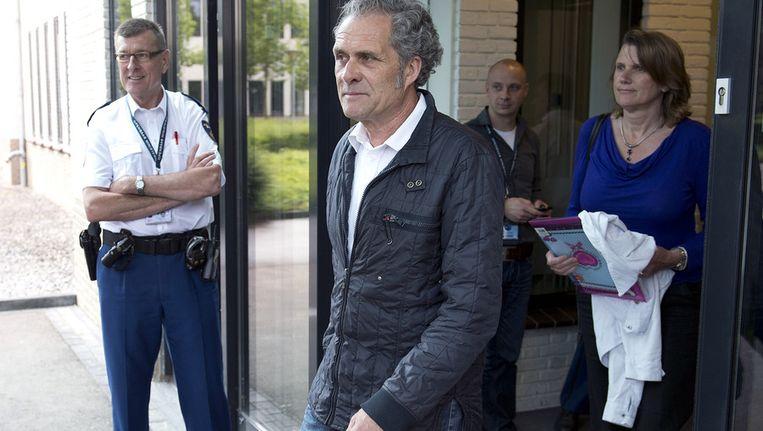 Gijsbert Ruiter (L) verlaat met zijn partner (R) de rechtbank nadat hij verschillende aangiftes heeft gedaan, in juni Beeld anp