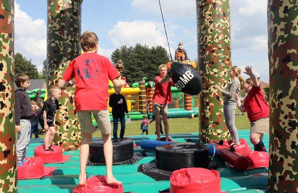 De jeugdverenigingen amuseerden zich met tal van activiteiten.