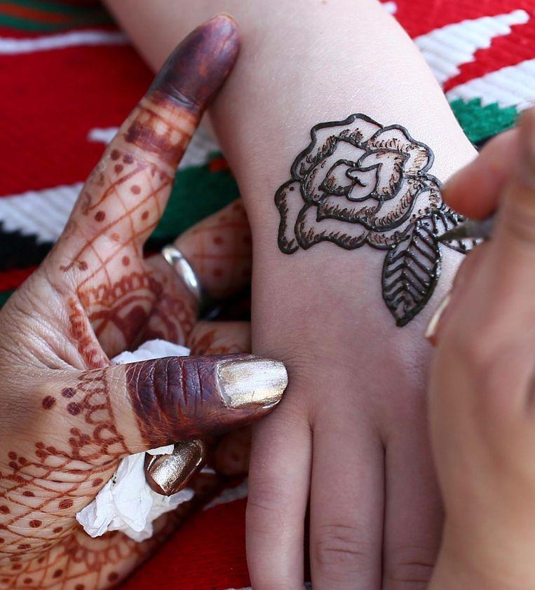 Veilige henna laat een rood-bruine tekening achter.