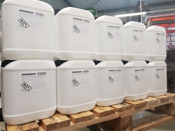 Hooghoudt levert de handgel in grote verpakkingen aan de zorg.