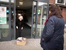 Pure chocola met nootjes voor 97-jarige Catharina uit Nijverdal