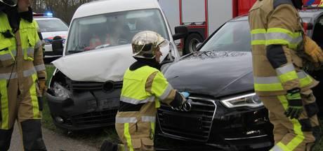 Vier auto's beschadigd bij ongeval op N834 in Tiel